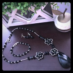 Necklace black and clear beads